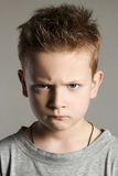 Смешная сторона ребенк мальчик красивый немногая стоковая фотография rf