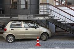 смешная стоянка автомобилей Стоковые Изображения