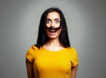 Смешное выражение стороны женщины Придурковатая девушка Стоковое Изображение RF
