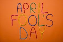 Смешной день дурачков первом -го в апреле шрифта написанный в plastecine других цветов Стоковая Фотография