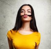 Смешной девочка-подросток делая смешную сторону Стоковая Фотография