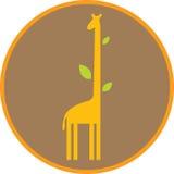 Смешной жираф с длинными шеей и листьями Стоковые Изображения RF