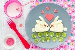 Смешной завтрак на день валентинок - сандвич сыра сформировал милое Стоковое Изображение RF