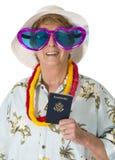 Смешной зрелый старший турист женщины, перемещение, изолированный пасспорт, стоковые изображения