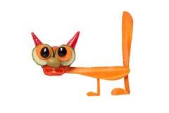 Смешной кот сделанный из моркови и огурца на белой предпосылке Стоковое Изображение RF