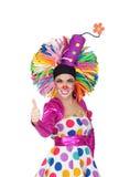 Смешной клоун девушки с большим цветастым париком говоря о'кеы Стоковая Фотография