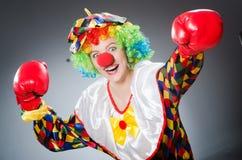 Смешной клоун с перчатками бокса Стоковая Фотография