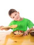 Смешной мальчик есть овсяную кашу стоковые изображения rf