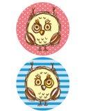 Смешной мальчик и девушка сыча на голубой и розовой предпосылке Вектор поздравительной открытки Стоковые Изображения RF