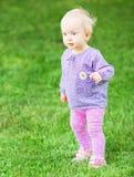 Смешной милый ребёнок с цветком Стоковые Изображения