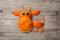 Смешной оранжевый бык Стоковые Изображения
