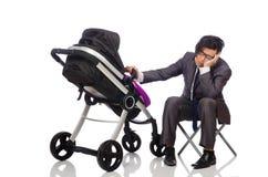 Смешной папа с младенцем и pram на белизне стоковые изображения rf