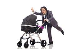 Смешной папа с младенцем и pram на белизне стоковая фотография rf