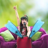 Смешной портрет девушки идя на snorkeling каникулы Стоковые Фото