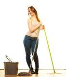 Смешной пол женщины чистки mopping Стоковое Фото