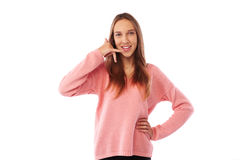 Смешной подросток имитируя переговор телефонного звонка пока представляющ Стоковое Фото
