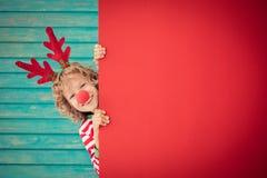 Смешной ребенк держа пробел знамени картона Стоковое фото RF