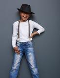 Смешной ребенк усмехаясь с шляпой стоковые фотографии rf