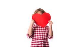 Смешной ребенок девушки в красном платье шотландки с красным бумажным сердцем, Вейл Стоковые Изображения