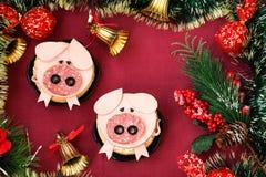 Смешной сандвич для детей сформировал милую свинью с сыром и сосиской стоковое изображение rf