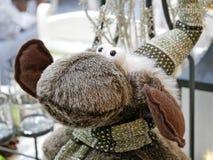 Смешной северный олень рождества в шляпе Стоковые Изображения