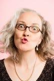 Определение смешных людей предпосылки пинка портрета женщины реальных высокое Стоковая Фотография