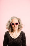 Определение смешных людей предпосылки пинка портрета женщины реальных высокое Стоковые Фото