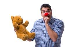 Смешной человек клоуна при мягкая игрушка плюшевого медвежонка изолированная на белом bac Стоковое Фото