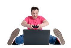 Смешной человек при кнюппель играя для компьтер-книжки Стоковая Фотография RF