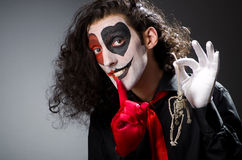 Смешной человек с скелетом Стоковая Фотография RF