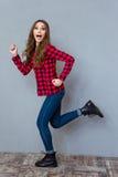 Смешной exciting ход девушки Стоковое Изображение RF