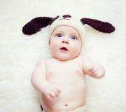 Смешной newborn мальчик Стоковое Изображение
