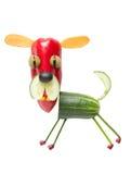 Смешной vegetable кашевар с вилкой и ложкой стоковое изображение rf