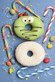 Смешные застекленные donuts на голубой предпосылке Стоковая Фотография