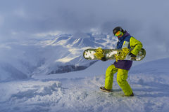 Смешные игры snowboarder на доске Стоковое Изображение RF
