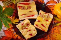 Смешные сандвичи с мумией на хеллоуин Стоковые Изображения