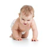Смешным ворсистый weared младенцем вползая на поле белизна изолированная предпосылкой стоковое изображение