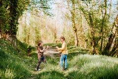 2 смешных дет играя совместно Стоковое Фото