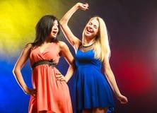 2 смешных женщины в платьях Стоковые Фото