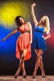 2 смешных женщины в платьях Стоковые Фотографии RF