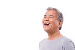 Смеющся над, счастливый старший старик смотря вверх Стоковое Изображение