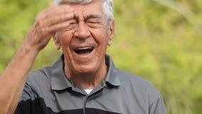 Смеясь испанский старший человек видеоматериал