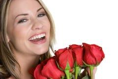 смеясь над женщина роз Стоковое Изображение RF