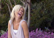 смеясь над милая женщина Стоковая Фотография