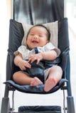 Смеясь над младенец в perambulator Стоковое Изображение