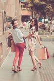 Смеясь над въетнамские девушки Стоковые Фото