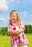 Смеясь над девушка с шариком Стоковая Фотография RF