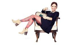 Смеясь над женщина на кресле Стоковое Фото