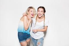 Смеясь над женщины обнимая совместно Стоковая Фотография RF