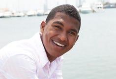 Смеясь над карибский парень снаружи стоковая фотография rf